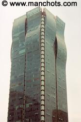 Une tour à la forme originale - Shanghai (Chine)