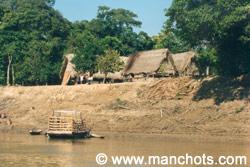 Habitations sur les rives - rivière Mamoré (Bolivie)