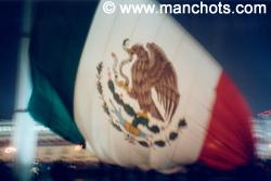 Drapeau mexicain sur le Zocalo (place principale) - Mexico (Mexique)